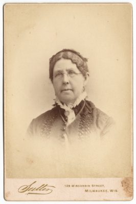 a cabinet card of abbey elvira brown hanks from 1880s